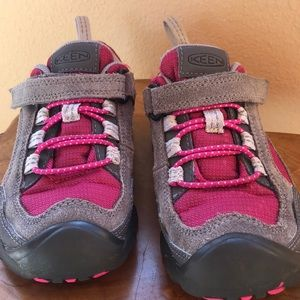 Girls size 11 keen shoes